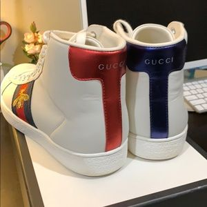 e0296c32a Gucci Shoes   Sneakers With Red Blue Stripes Gold Bee   Poshmark